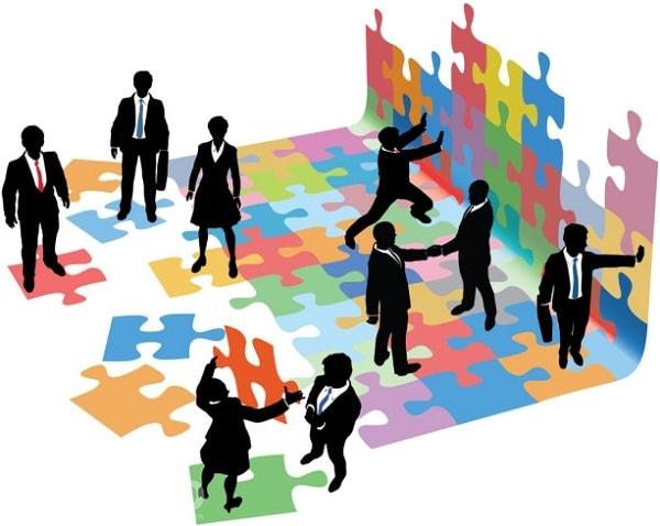 Tôi muốn sắp xếp khách hàng theo người có tương tác cao nhất đến thấp nhất